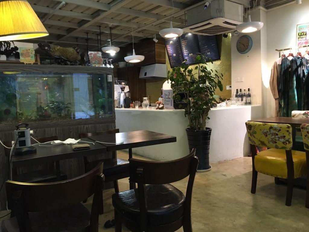 在奇妙的咖啡店与奇妙的人度过的奇妙半天