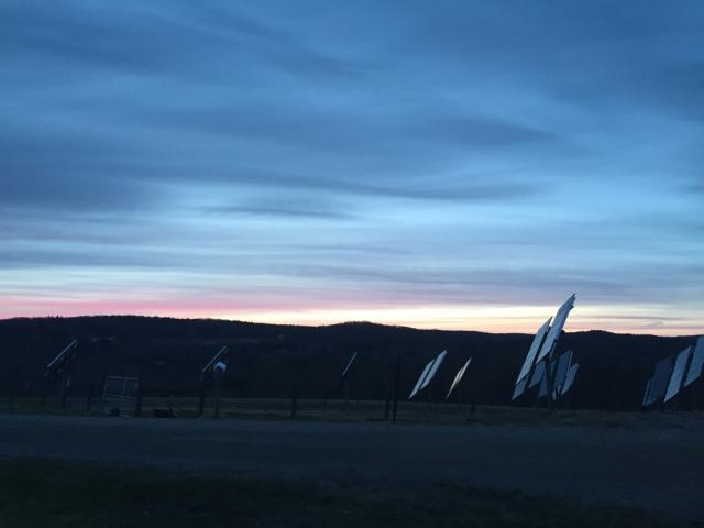 夕阳,云跟水彩画似的