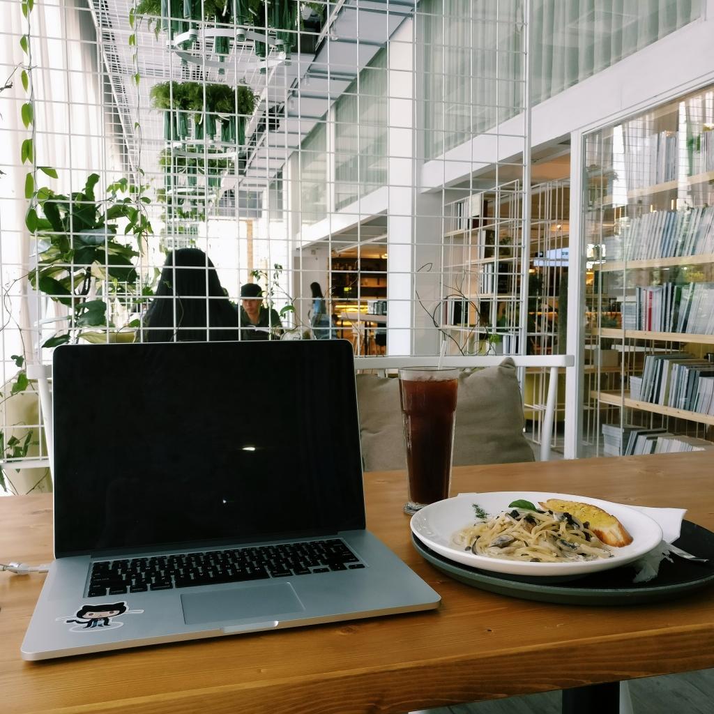 在环境不错的咖啡厅工作了一天
