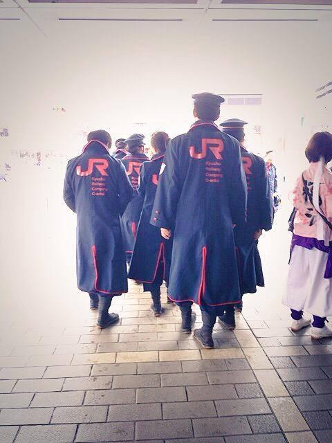 日本 JR九州 的外套會不會太帥了一點...,詐看之下還以為是什麼帝鬼軍出征了www