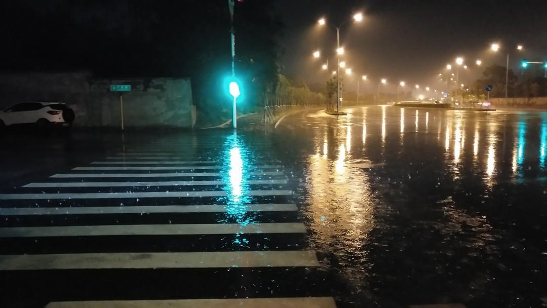 下雨的夜晚... :)
