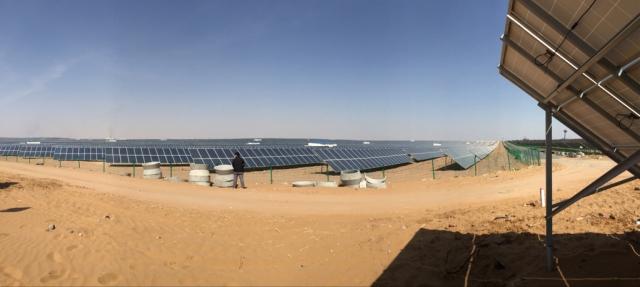 头一回见沙漠,沙子比海滩的还要细呢