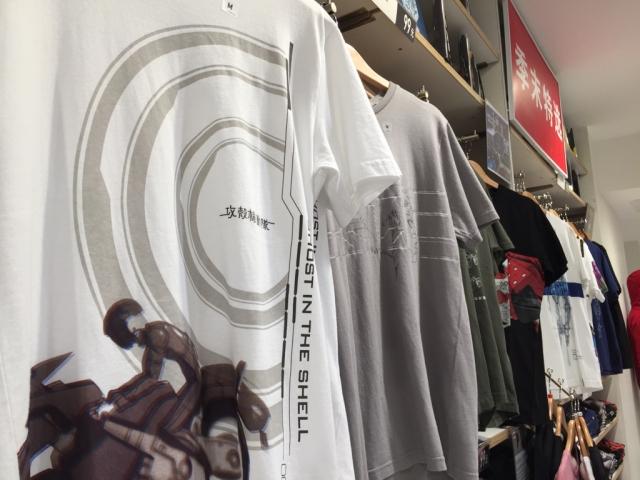 Uniqlo最近出了一套功壳系列的T恤,买了那件灰色的ww